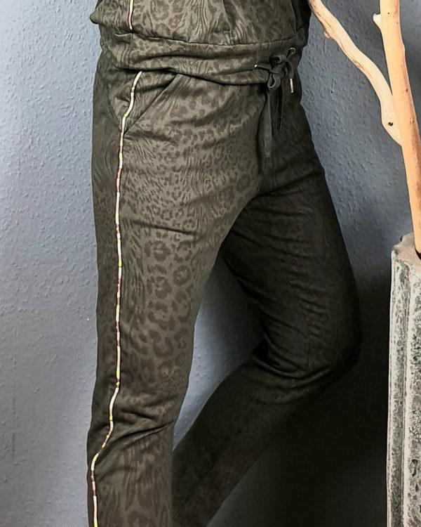 funky-staff-hose-sweatshirt-leo-print
