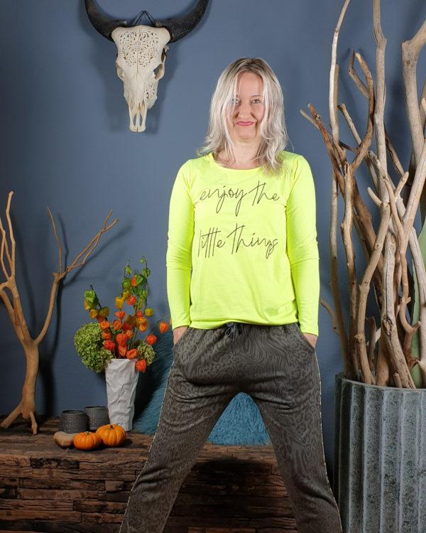 ivonne-noebel-neon-shirt-muster-hose